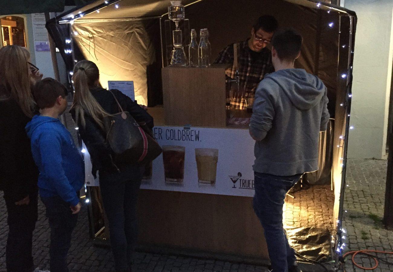 TrueBrewed Stand Streetfoodmarket Erding Beleuchtung INNEN